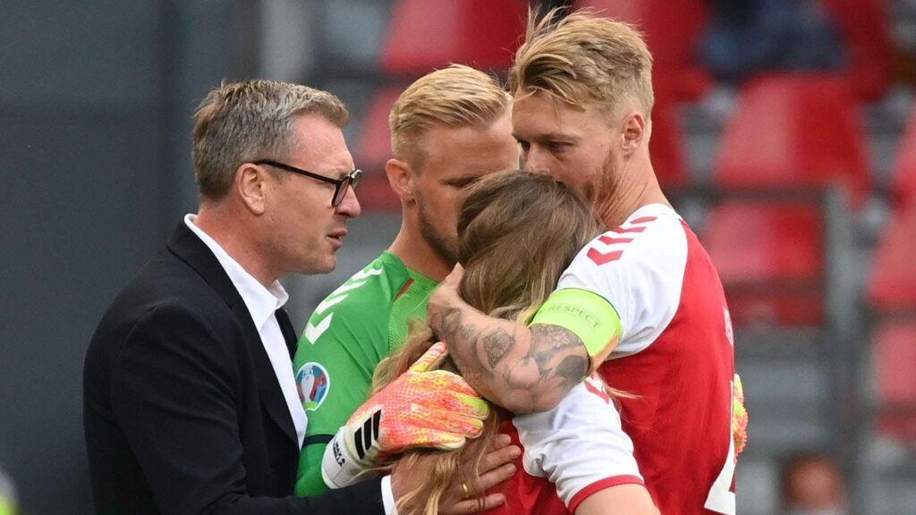 La desolación de la hermana de Eriksen que es consolada por los jugadores de Dinamarca