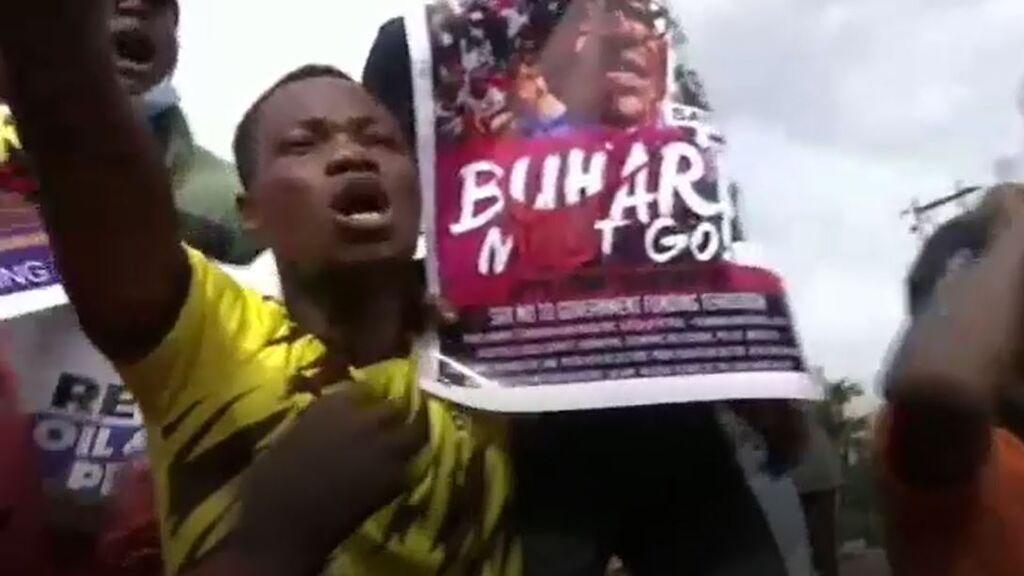 La Policía nigeriana dispara gases lacrimógenos y detiene a varios manifestantes el Día de la Democracia