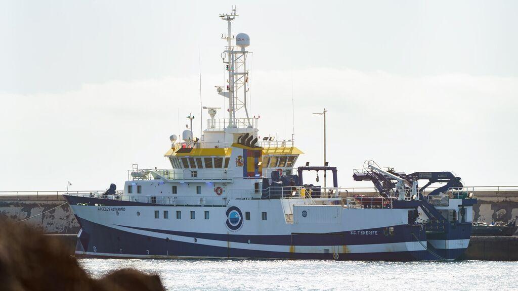 El buque que busca a Anna y Tomás Gimeno permanece en el puerto de Santa Cruz de Tenerife