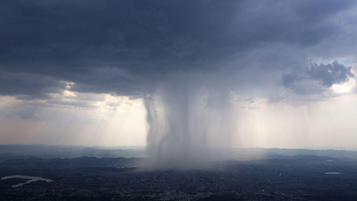 De la calma al viento huracanado en minutos: ¿Qué es un downburst o reventón?