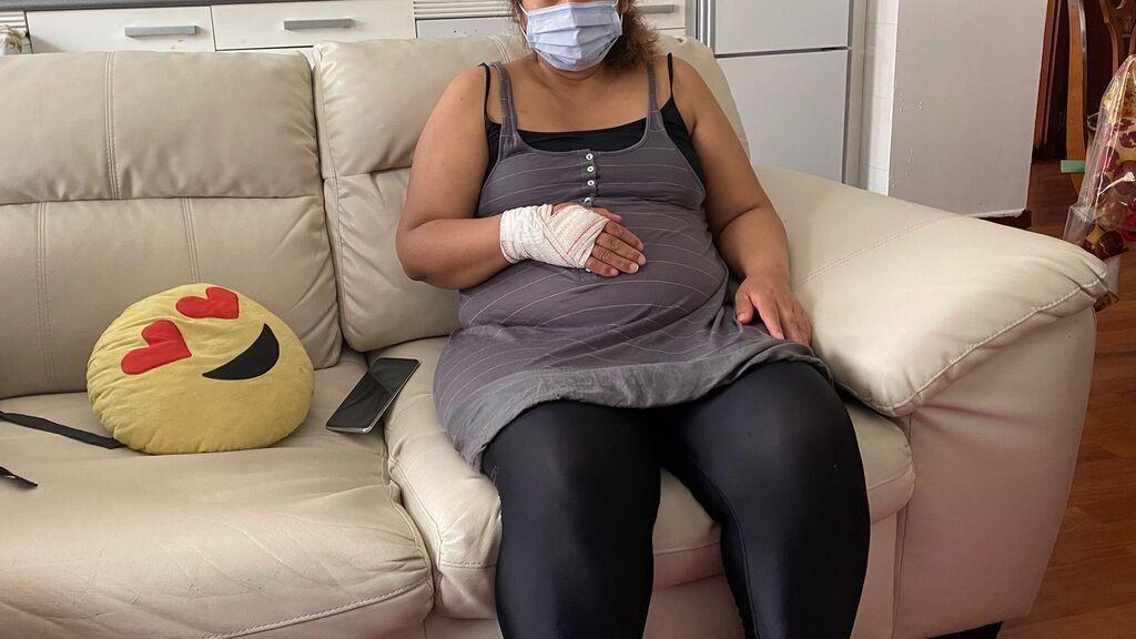 """Claudia, embarazada de cinco meses y víctima de violencia de género: """"Cogió un chuchillo e intentó darme un puñetazo en la tripa"""
