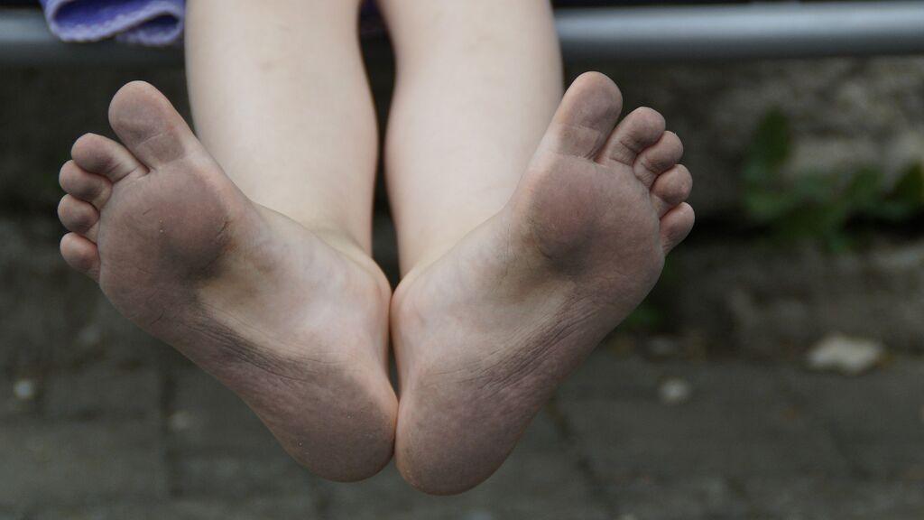 Un misterioso pigmento te deja los pies negros en las playas de Nueva Inglaterra