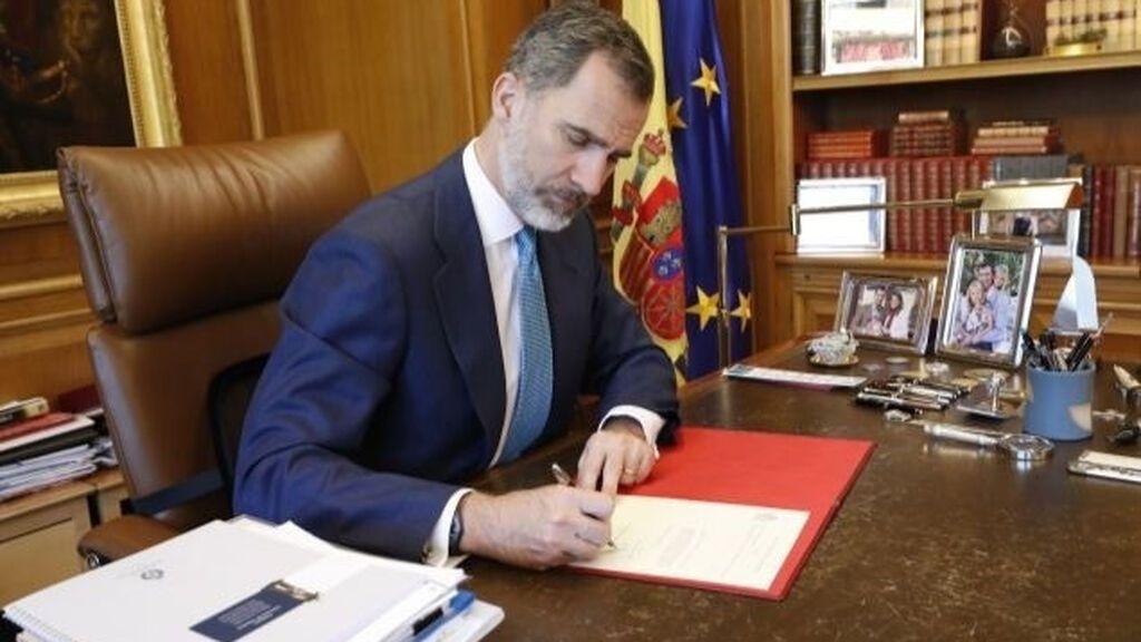 Por qué el rey no puede negarse a firmar los indultos del 'procés'