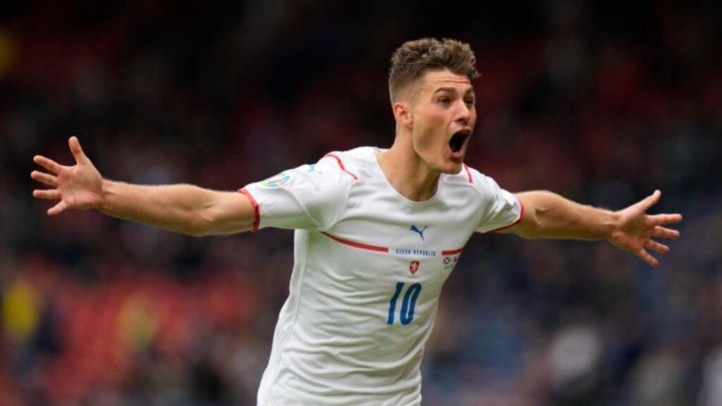 Shick anota desde medio campo y por la escuadra: El golazo de la Eurocopa 2020 en el Escocia - Republica Checa (2-0)