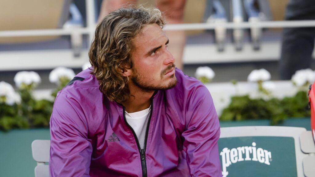 """El mundo del deporte arropa a Tsitsipas  tras enterarse cinco minutos antes de la final de Roland Garros que su abuela había fallecido:  """"El tenis tiene un nuevo héroe"""""""