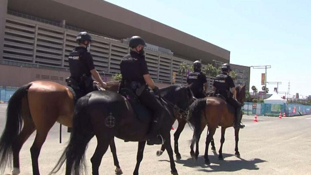 Equipos caninos, drones, caballería y carpas anticovid: La Cartuja, lista para el debut de 'La Roja'