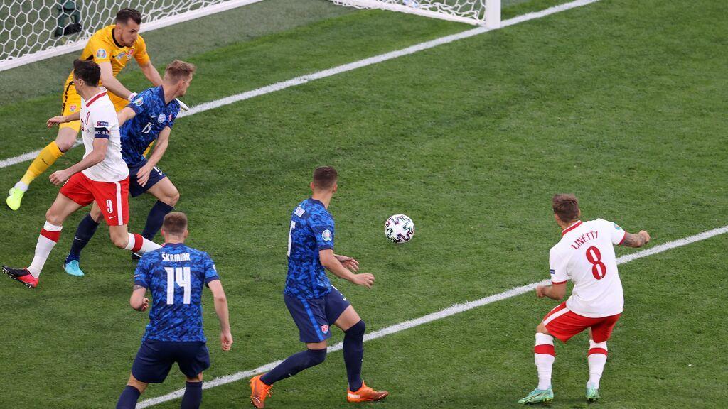 Linetty define una jugada de libro de Rybus para empatar el partido ante Eslovaquia (1-1)