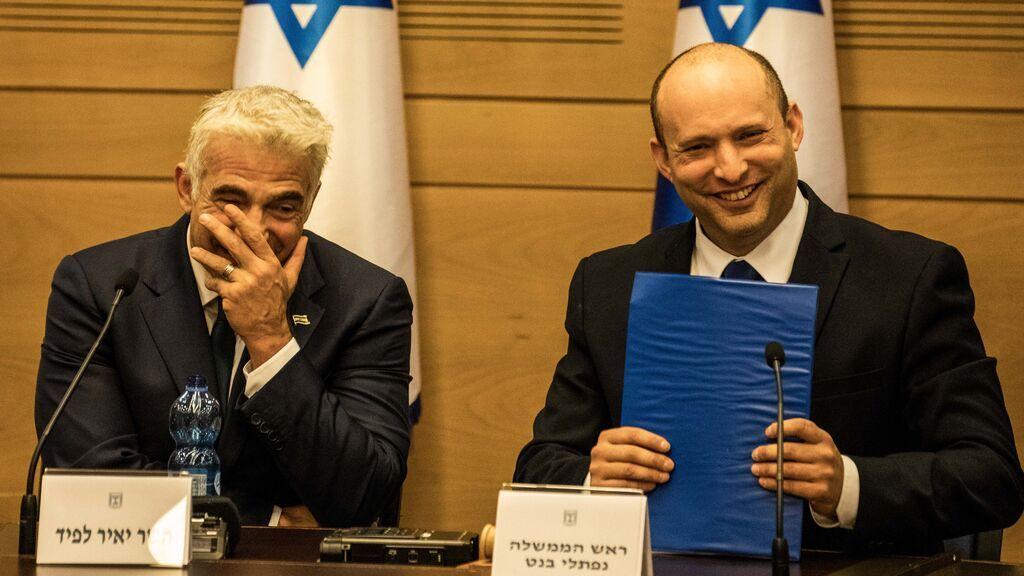 """Bennett promete """"unir a la nación"""" en su estreno como primer ministro tras el fin de la era Netanyahu"""