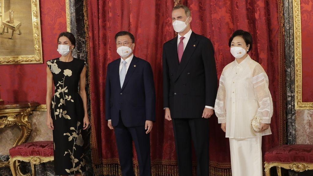 Doña Letizia también conquista desde la austeridad en la cena de honor con el presidente de Corea