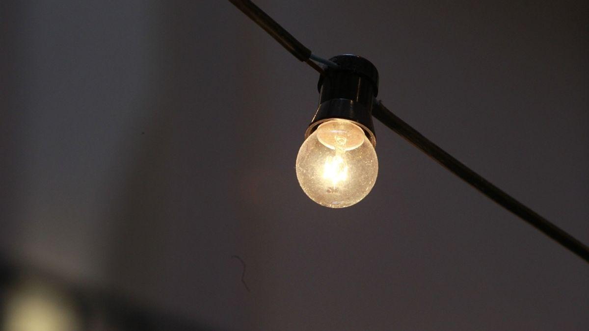 Economía/Energía.- El recibo de la luz se dispara un 45% en la primera quincena de junio, con casi 28 euros más