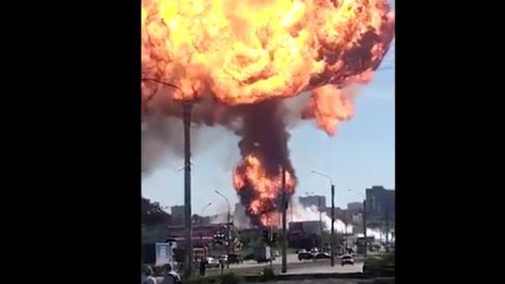 Impactante explosión en una gasolinera en Siberia