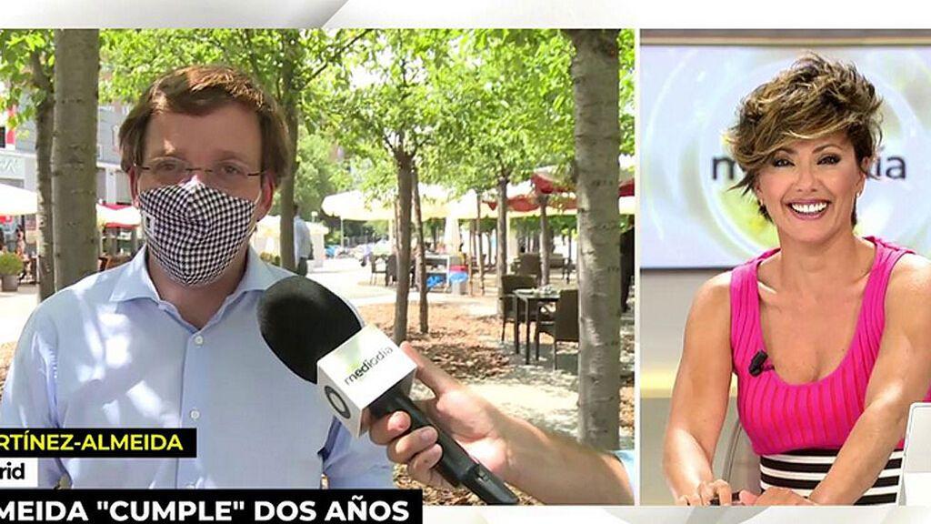 """La divertida propuesta de Martínez-Almeida a Sonsoles Ónega: """"Estemos los dos el mismo número de años"""""""