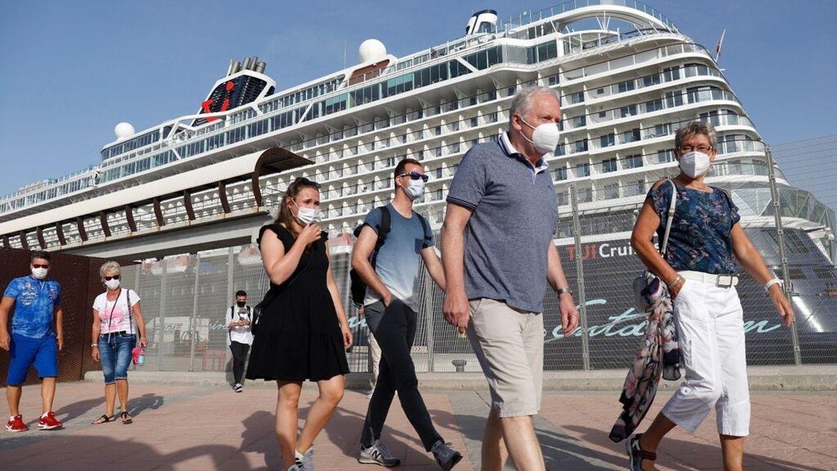 Atraca en Málaga el primer crucero que visita la península tras las restricciones