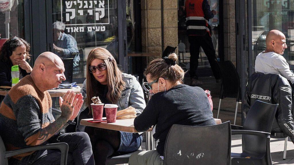 Israel pone fin al uso obligatorio de la mascarilla también en interiores
