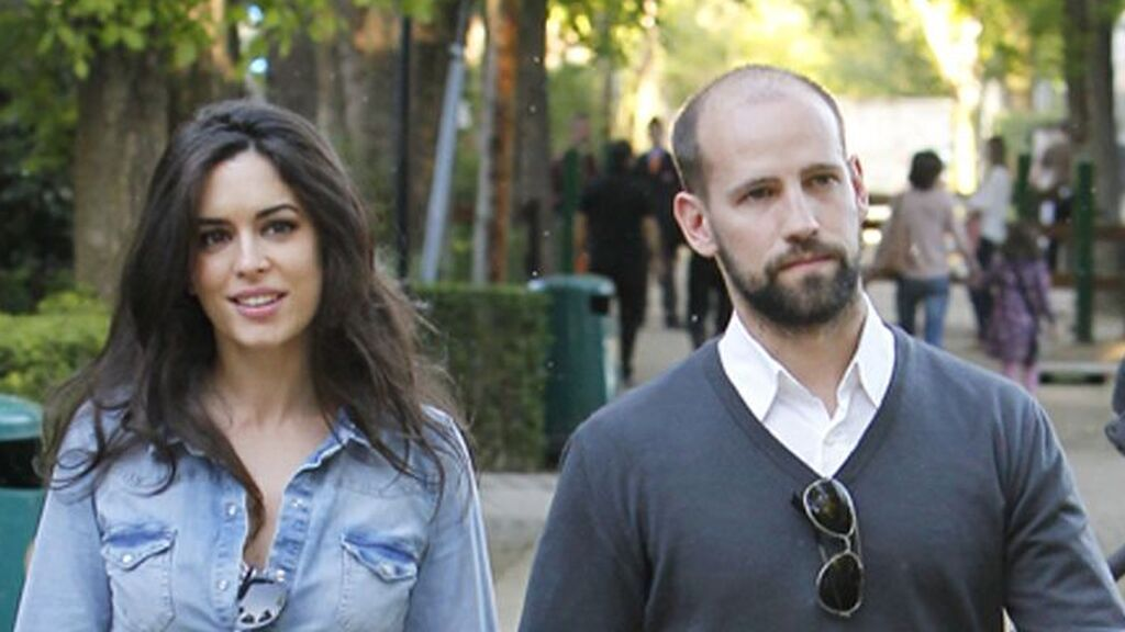 También, se dice que mantuvo un corto idilio con Ana Isabel Medinabeitia.
