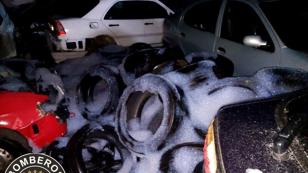 El fuego destruye 30 coches de una empresa de vehículos de segunda mano