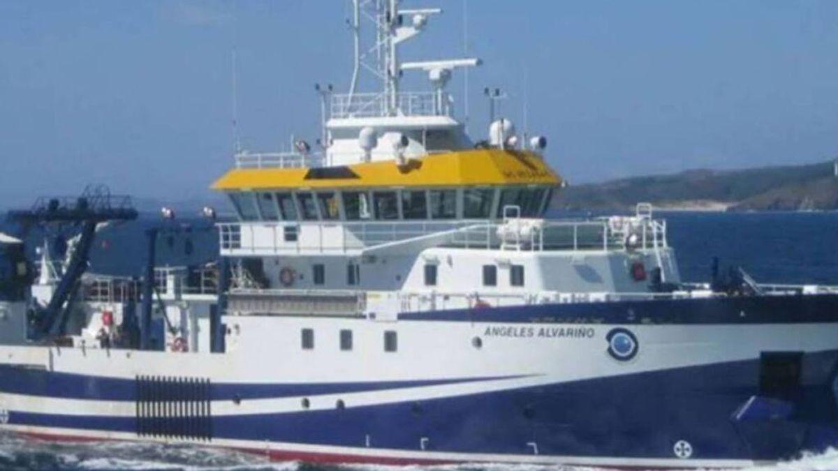 El buque oceanográfico Ángeles Alvariño seguirá buscando a Tomás Gimeno y Anna en difíciles condiciones