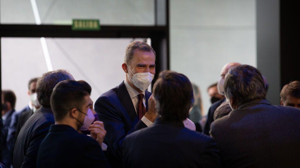 El vodevil del Govern de Cataluña  y su representante en la cena junto a Felipe VI