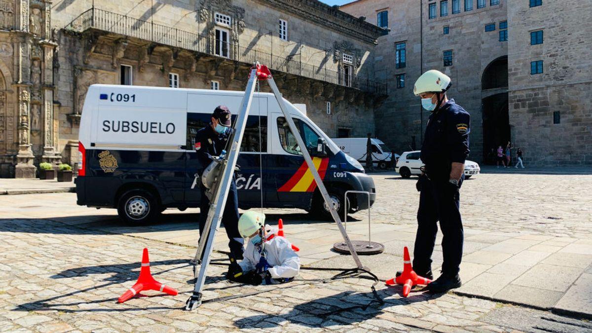 Vigilando bajo las piedras del Obradoiro: la Policía patrulla el subsuelo de Santiago