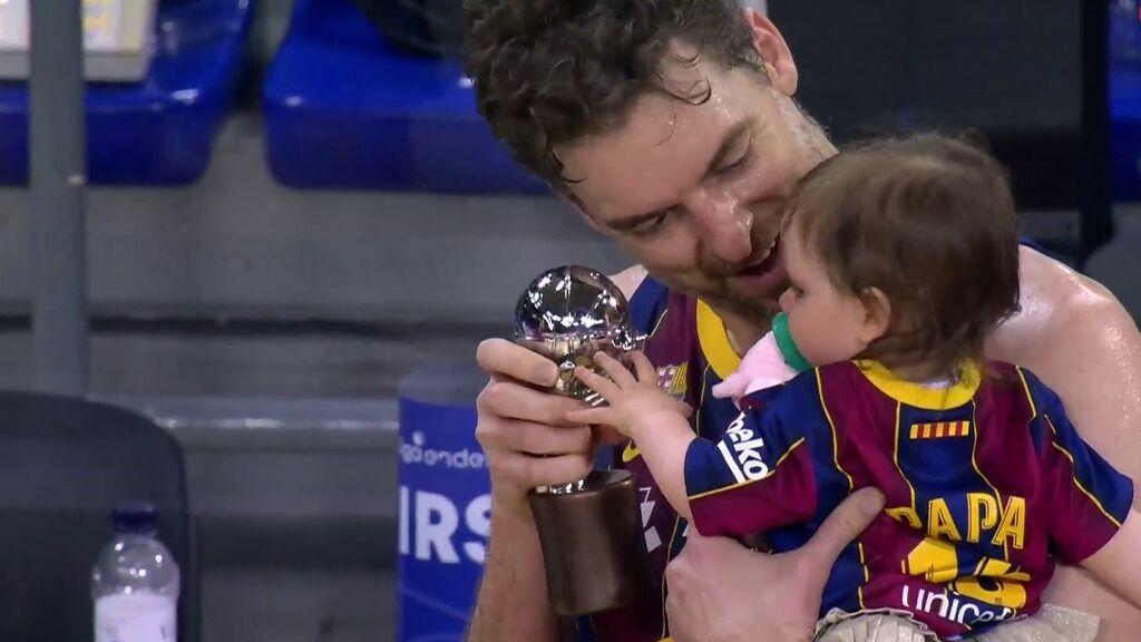 Pau Gasol dedica a su bebé Elisabet Gianna el título de Liga conquistado ante el Real Madrid