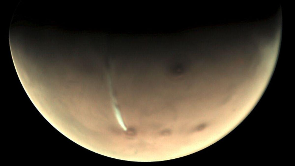 Astrofísicos vascos descubren en Marte una nube gigante única en el sistema solar
