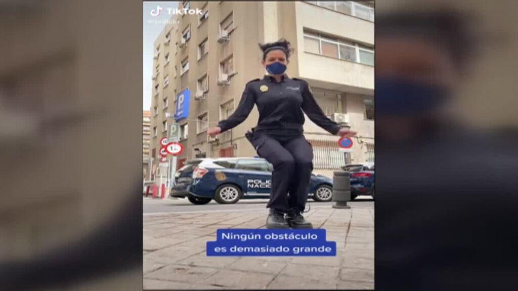 La policía española triuenfa en las redes sociales y da ejemplo a otros países