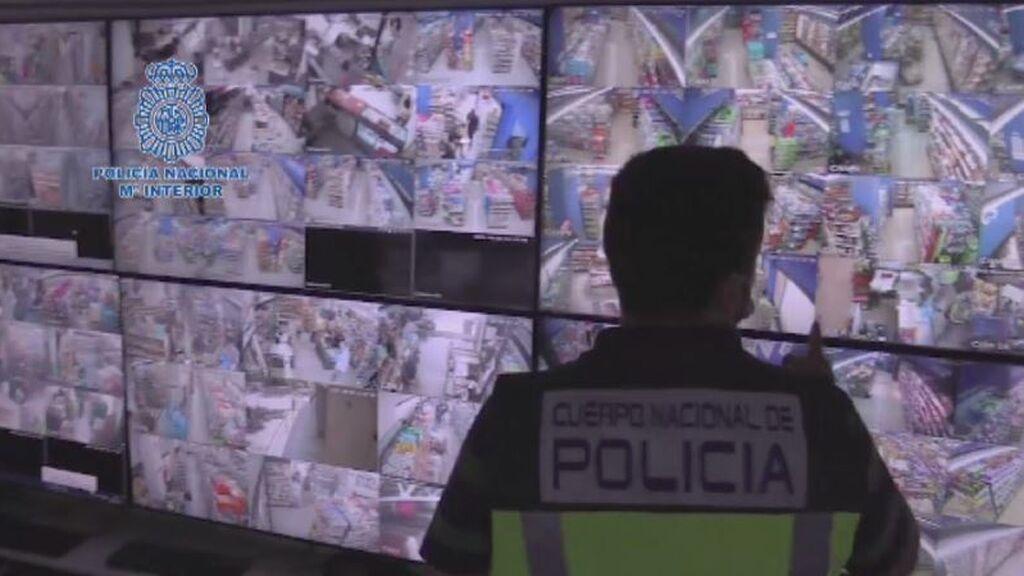 Trabajadores explotados y vigilados por decenas de cámaras