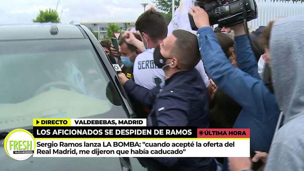 La misión imposible de José Araque: hablar con  Sergio Ramos entre un aluvión de fans