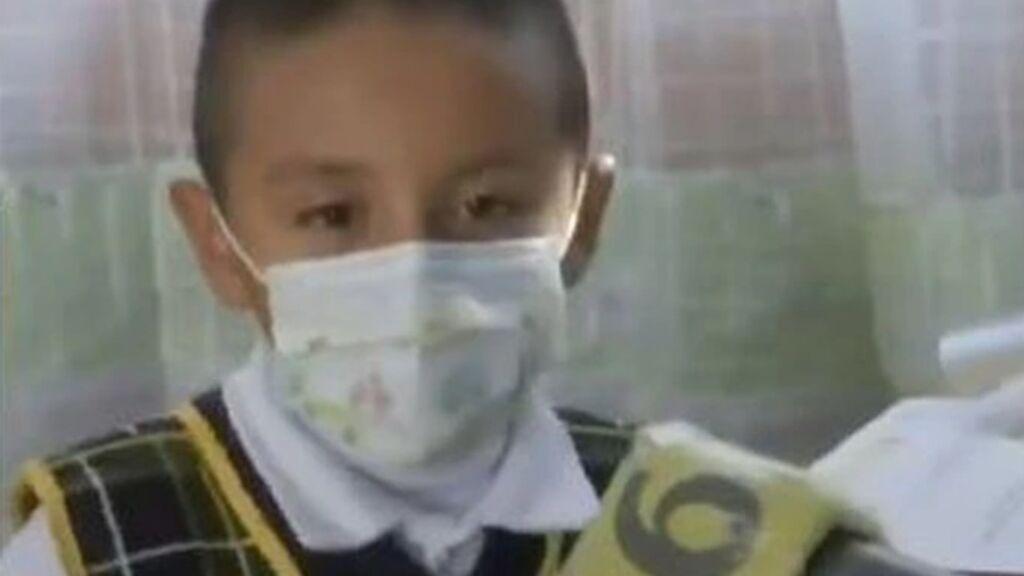 Ángelito, el único alumno que acude al colegio con la vuelta de las clases presenciales en México