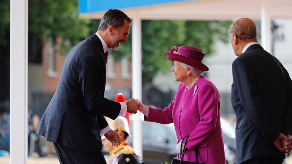 Los Reyes, recibidos por Isabel II y el Duque de Edimburgo en 2017.