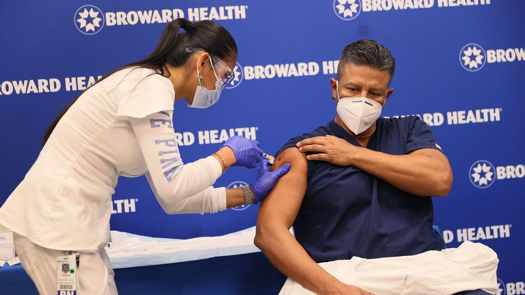 Científicos estadounidenses desmontan el bulo de que las vacunas de ARN contra la covid reducen el esperma de los hombres