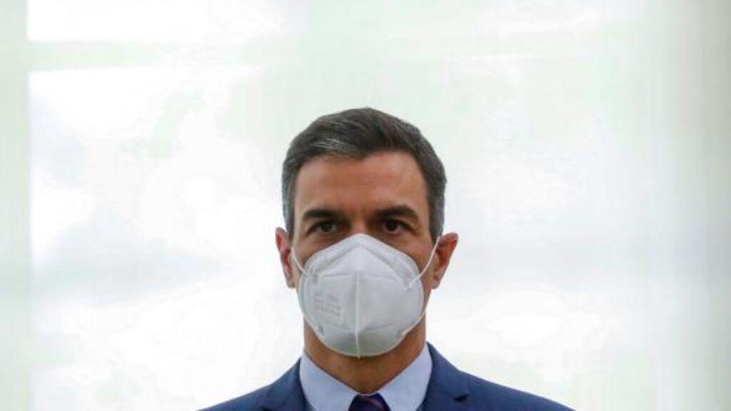 Sánchez anuncia el adiós a la mascarilla en exteriores: las CCAA, irritadas
