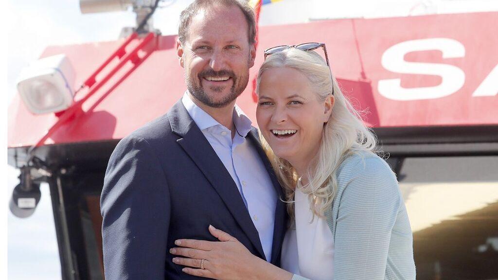 Haakon y Mette-Marit,  tras un ejercicio de rescate marítimo
