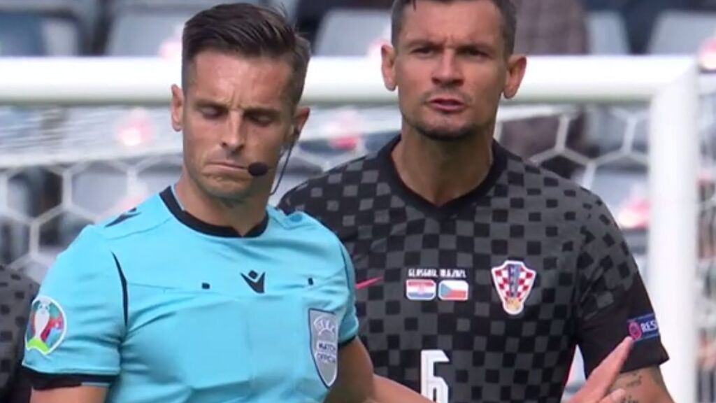Del Cerro Grande la lía al pitar el final del Croacia-República Checa antes de tiempo y en una jugada de ataque