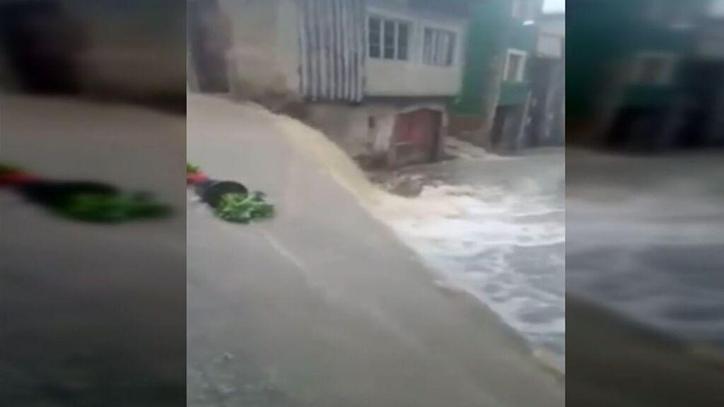 Las fuertes lluvias en Llanes inundan bajos, garajes y negocios: estudian pedir la declaración de zona catastrófica