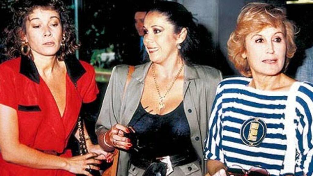 Mila Ximénez con Isabel Pantoja y Encarna Sánchez