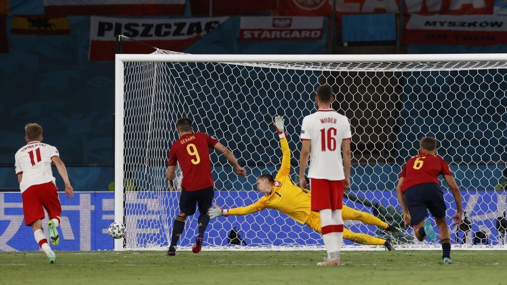 Gerard Moreno lanza el penalti al palo y Morata no puede marcar en el rechace