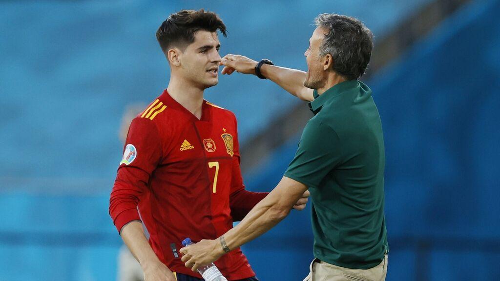 El abrazo emotivo entre Morata y Luis Enrique en la celebración del gol contra Polonia