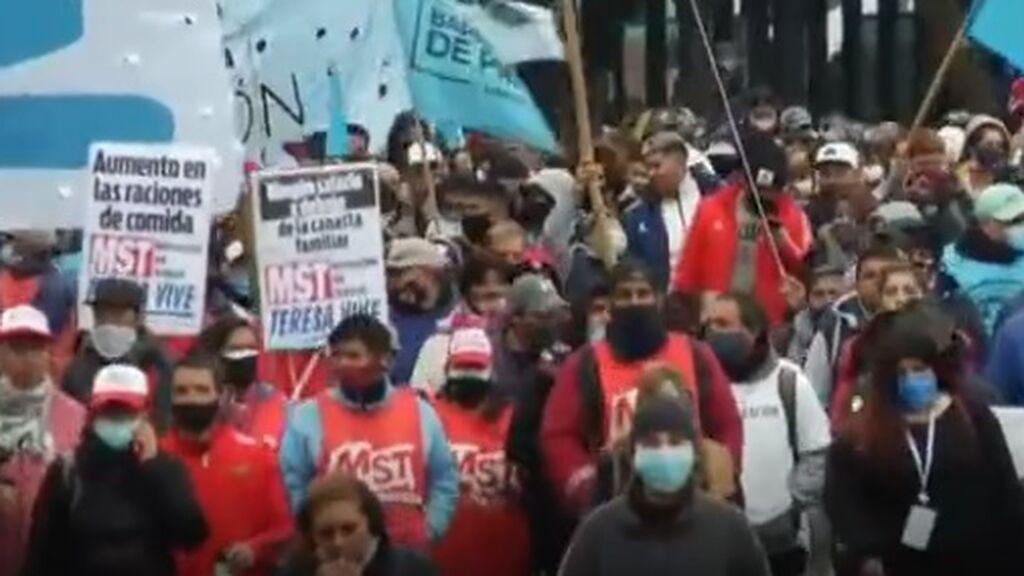 Miles de argentinos salen a la calle para protestar contra la situación económica del país