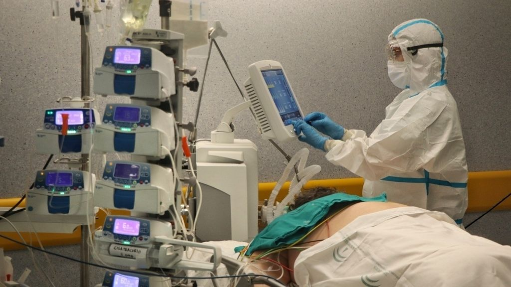 Andalucía baja a 570 hospitalizados, mejor dato desde septiembre, y los pacientes en UCI suben en tres hasta 145