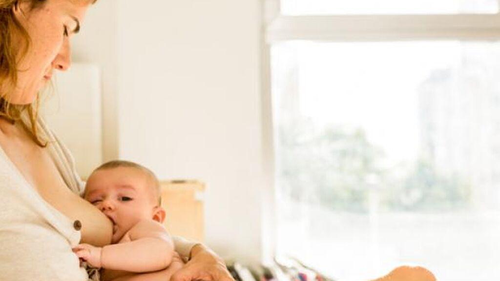 La leche materna no siempre es blanca: por qué cambia de color y cuándo debemos preocuparnos