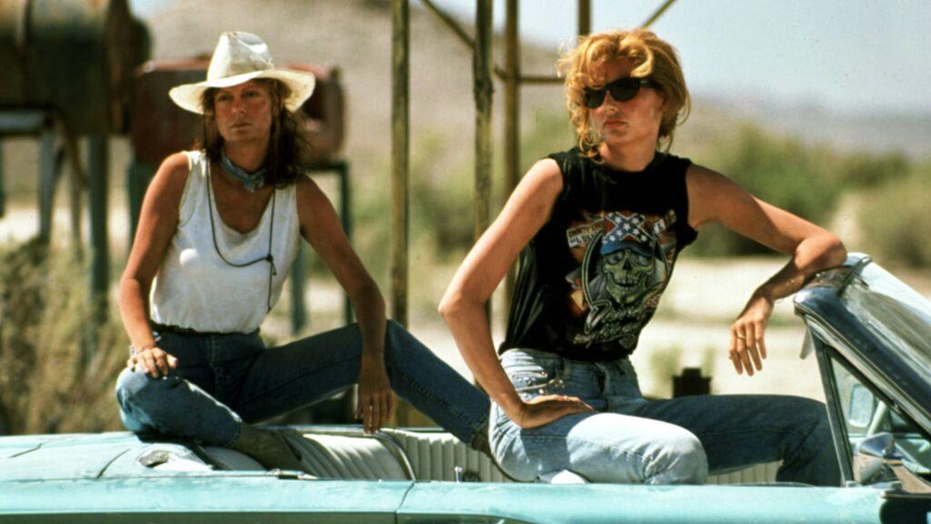 El beso de Thelma y Louise, 30 años después: Geena Davis y Susan Sarandon recrean la mítica escena