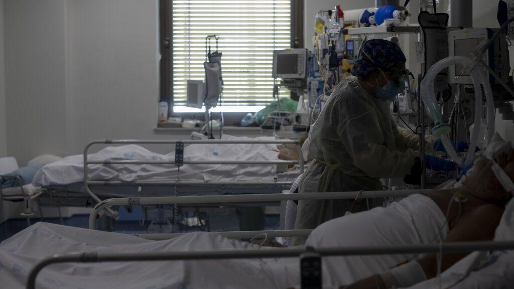 Los hospitales de Madrid cierran plantas covid pero están casi al triple de ocupación que hace un año