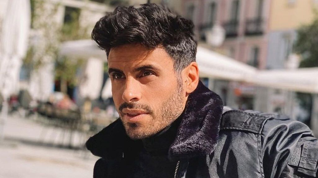 Noel Bayarri 'MyHyV' posa por primera vez con su novia