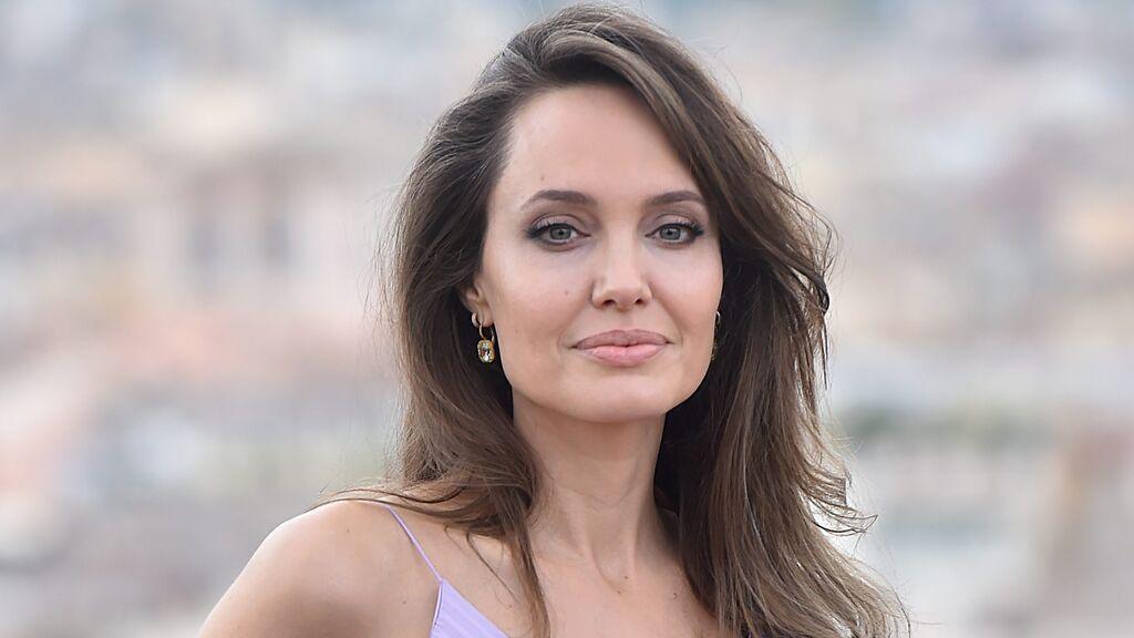 Angelina Jolie se hace un nuevo tatuaje en el brazo: el significado que han vinculado a su separación con Brad Pitt