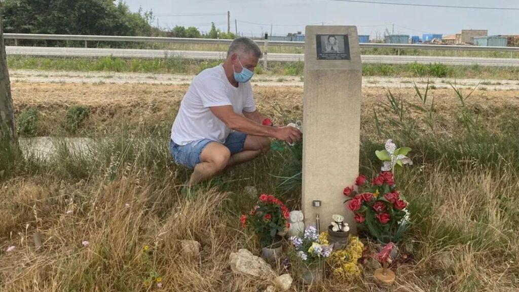 El padre de Marta, Carlos Soria, en el lugar donde falleció su hija
