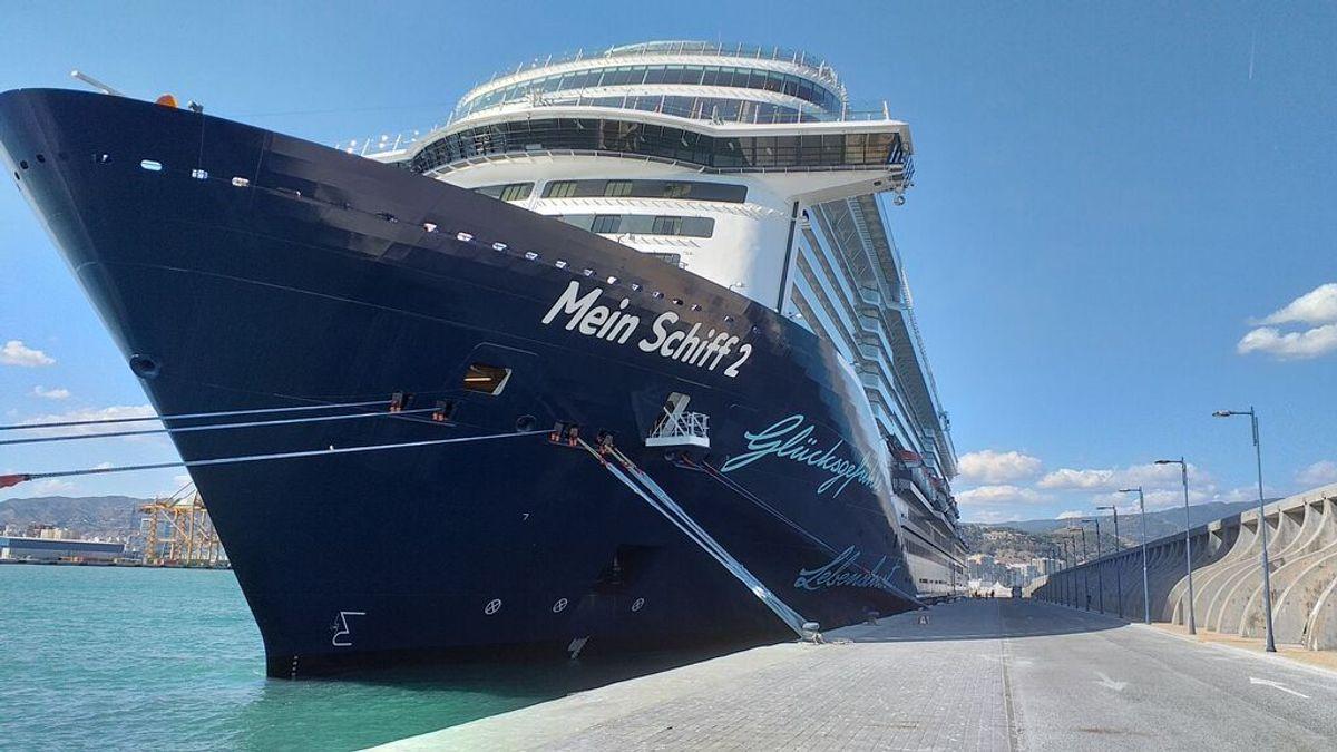 Los cruceristas que llegan a Cádiz tienen prohibido entrar en tiendas y bares para evitar contagios