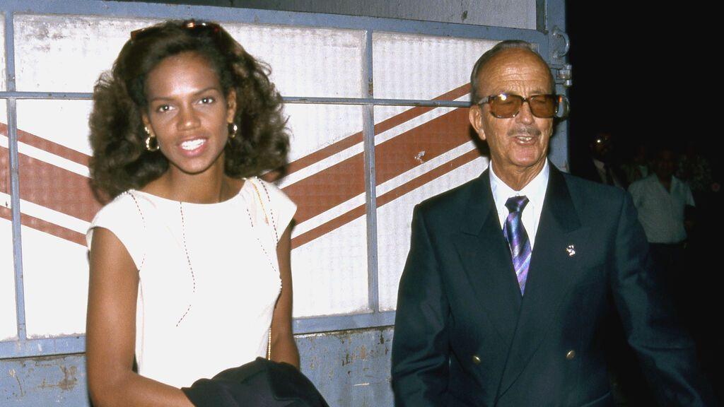 Ronna Keith con el Dr. Iglesias Puga, al inicio de su relación