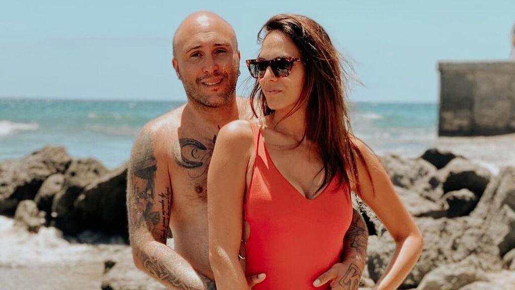 Kiko Rivera e Irene Rosales posan en la playa