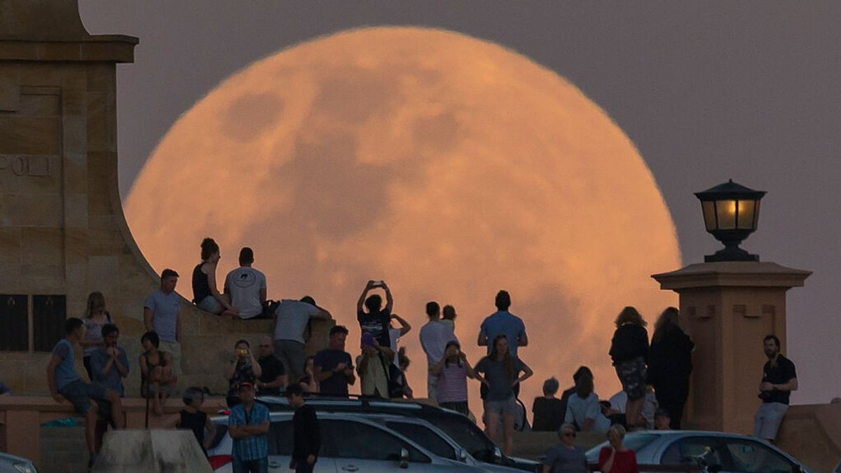 When can you see the Strawberry Supermoon, the last supermoon of the year